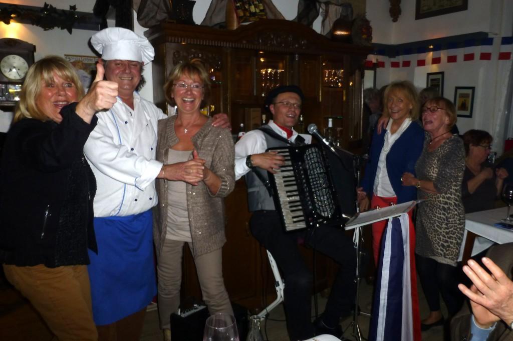 Le Beaujolais Primeur est arrivé! Beajoulais-Abend mit Akkordeonmusik