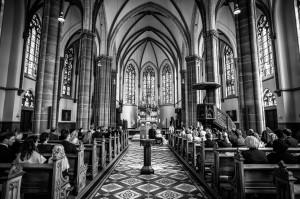 Einzug in die Kirche mit Musik von Lutz Strenger (Foto: Stefan Fiekers | www.sf-photo-online.de)