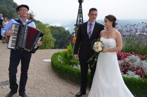 Chansons und französische Lebensfreude auf dem Akkordeon zur Standesamtlichen Hochzeit
