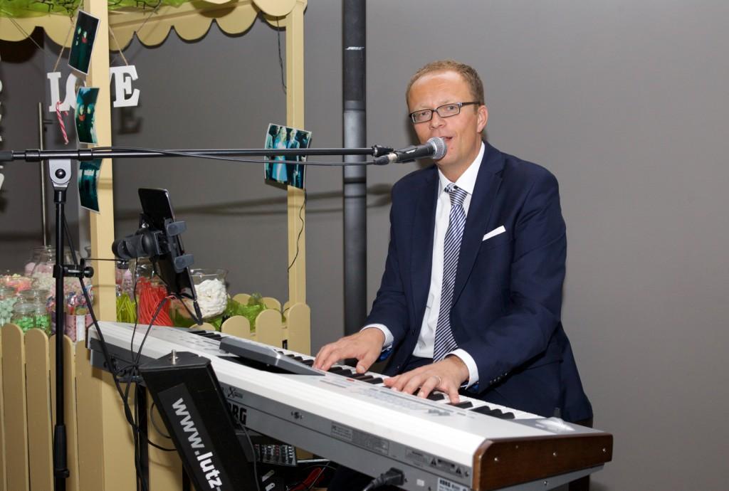 Hochzeitssänger Lutz Strenger beim Sektempfang im Münsterland