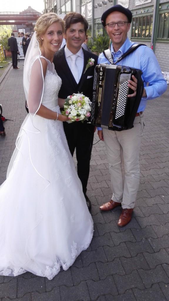Steffi Springer und Gediz Taskaya mit Akkordeonist Lutz Strenger